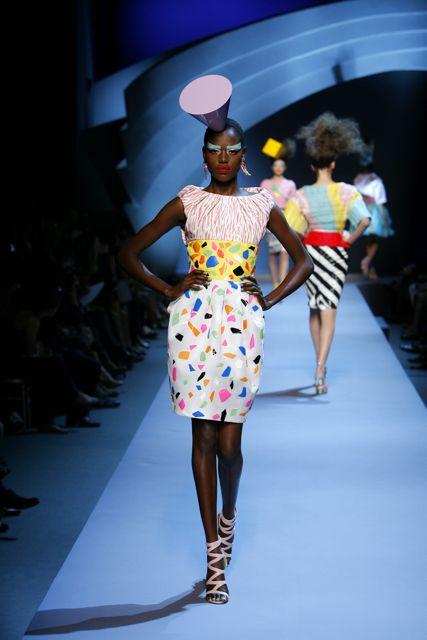 Дизайнер Elie Saab прославился, когда сшил платье для актрисы Хэлли...